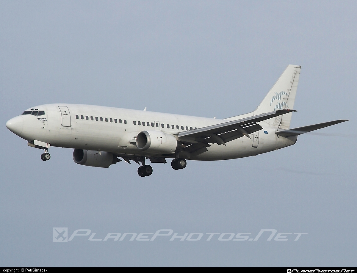 Boeing 737-300 - OM-ASC operated by Air Slovakia #b737 #boeing #boeing737