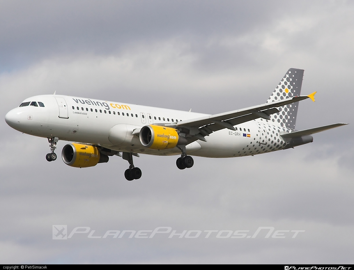 Airbus A320-211 - EC-GRH operated by Vueling Airlines #a320 #a320family #airbus #airbus320 #vueling #vuelingairlines