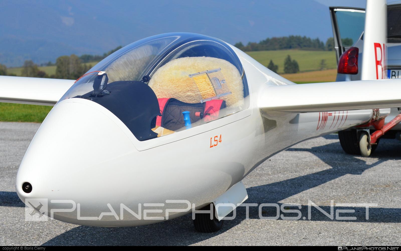 Slovenský národný aeroklub (Slovak National Aeroclub) Rolladen-Schneider LS4 - OM-7777 #rolladenschneider