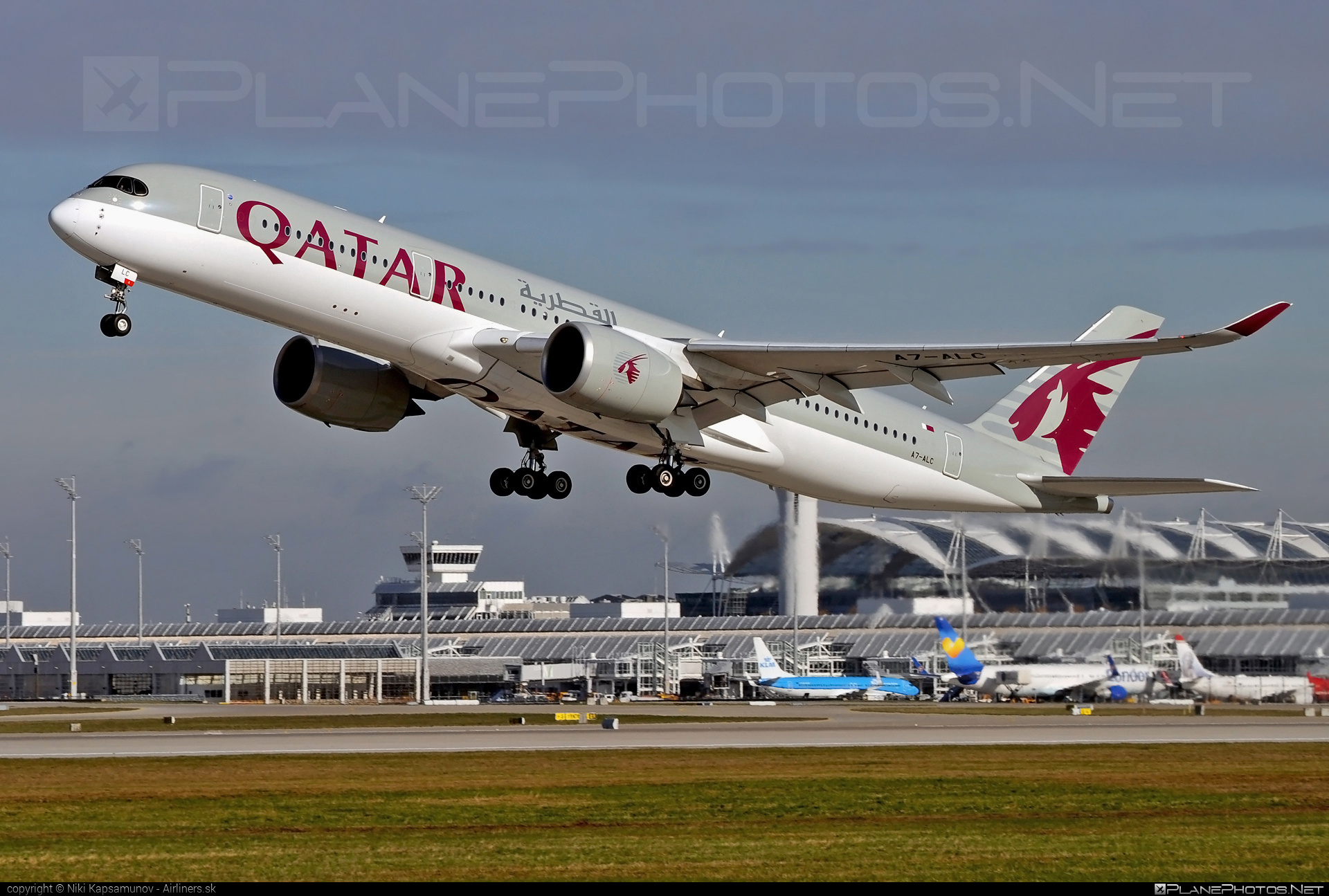 Airbus A350-941 - A7-ALC operated by Qatar Airways #a350 #a350family #airbus #airbus350 #qatarairways #xwb