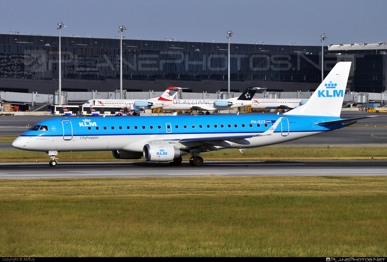 Embraer 190-100STD - PH-EZT operated by KLM Cityhopper #e190 #embraer #embraer190 #embraer190std #klm #klmcityhopper