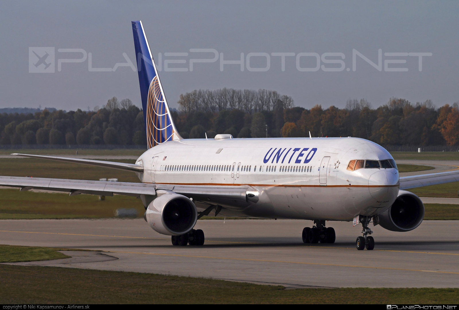 Boeing 767-300ER - N669UA operated by United Airlines #b767 #b767er #boeing #boeing767 #unitedairlines