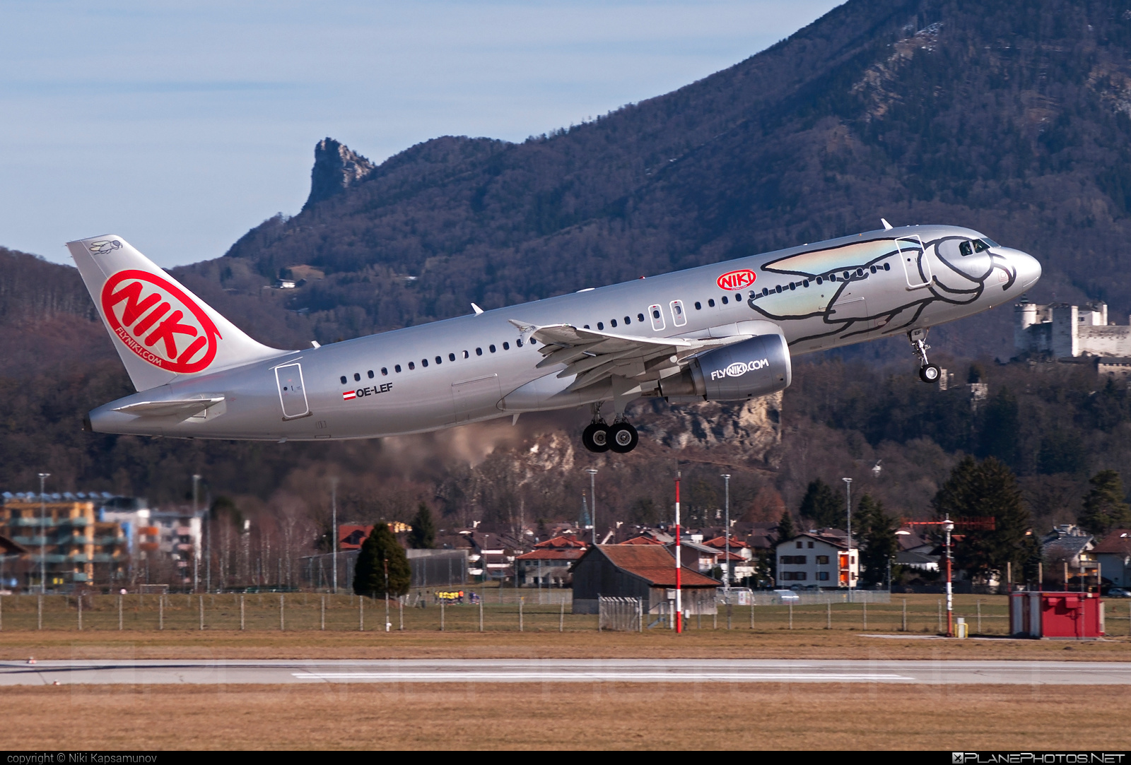 Airbus A320-214 - OE-LEF operated by Niki #a320 #a320family #airbus #airbus320 #flyniki #niki