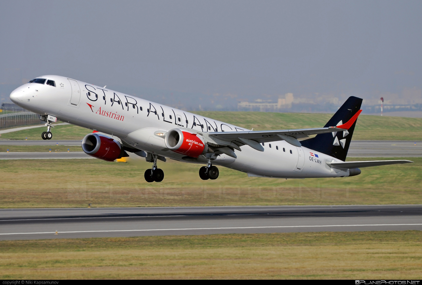 Embraer E195LR (ERJ-190-200LR) - OE-LWH operated by Austrian Airlines #e190 #e190200 #e190200lr #e195lr #embraer #embraer190200lr #embraer195 #embraer195lr #staralliance