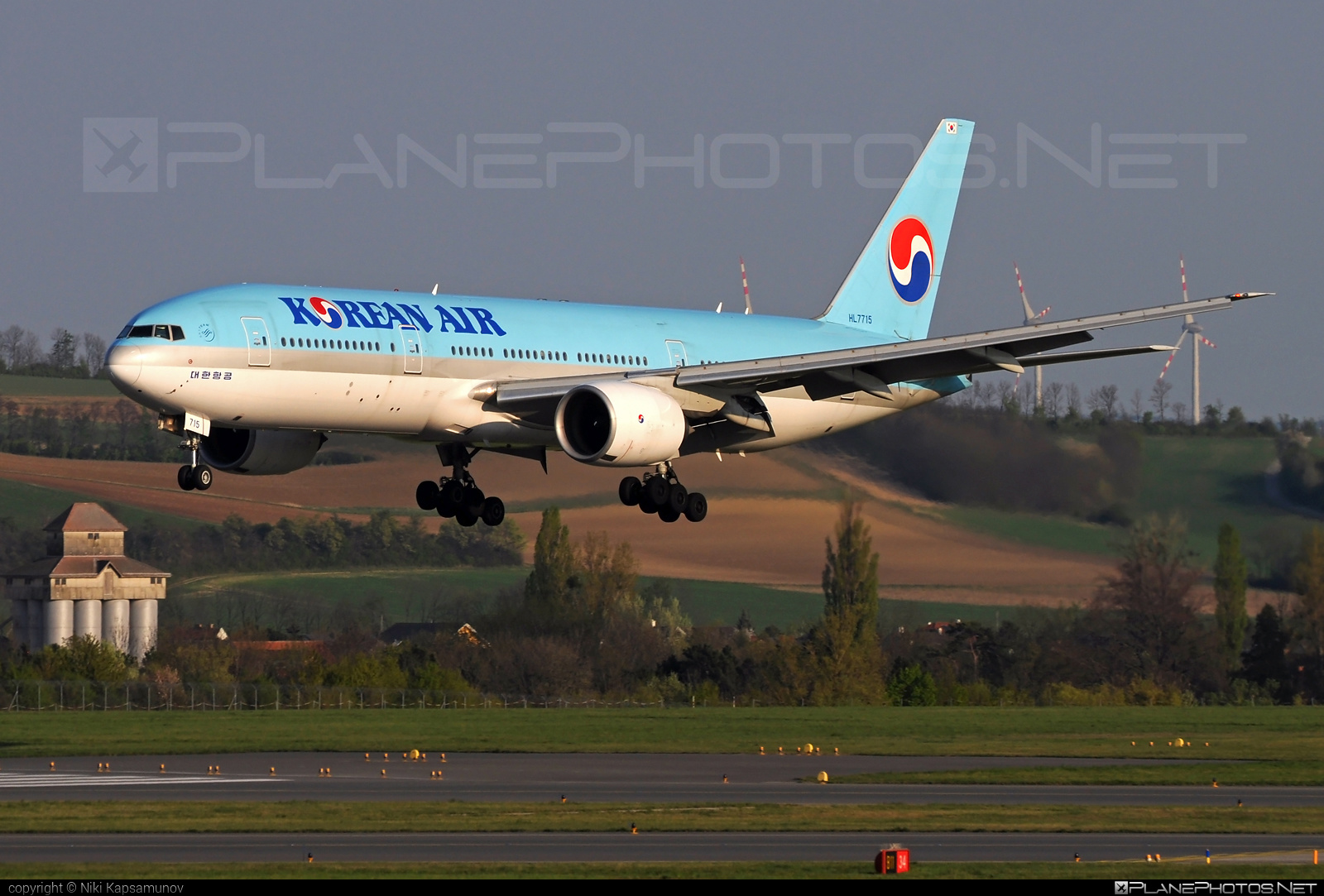 Boeing 777-200ER - HL7715 operated by Korean Air #b777 #b777er #boeing #boeing777 #koreanair #tripleseven