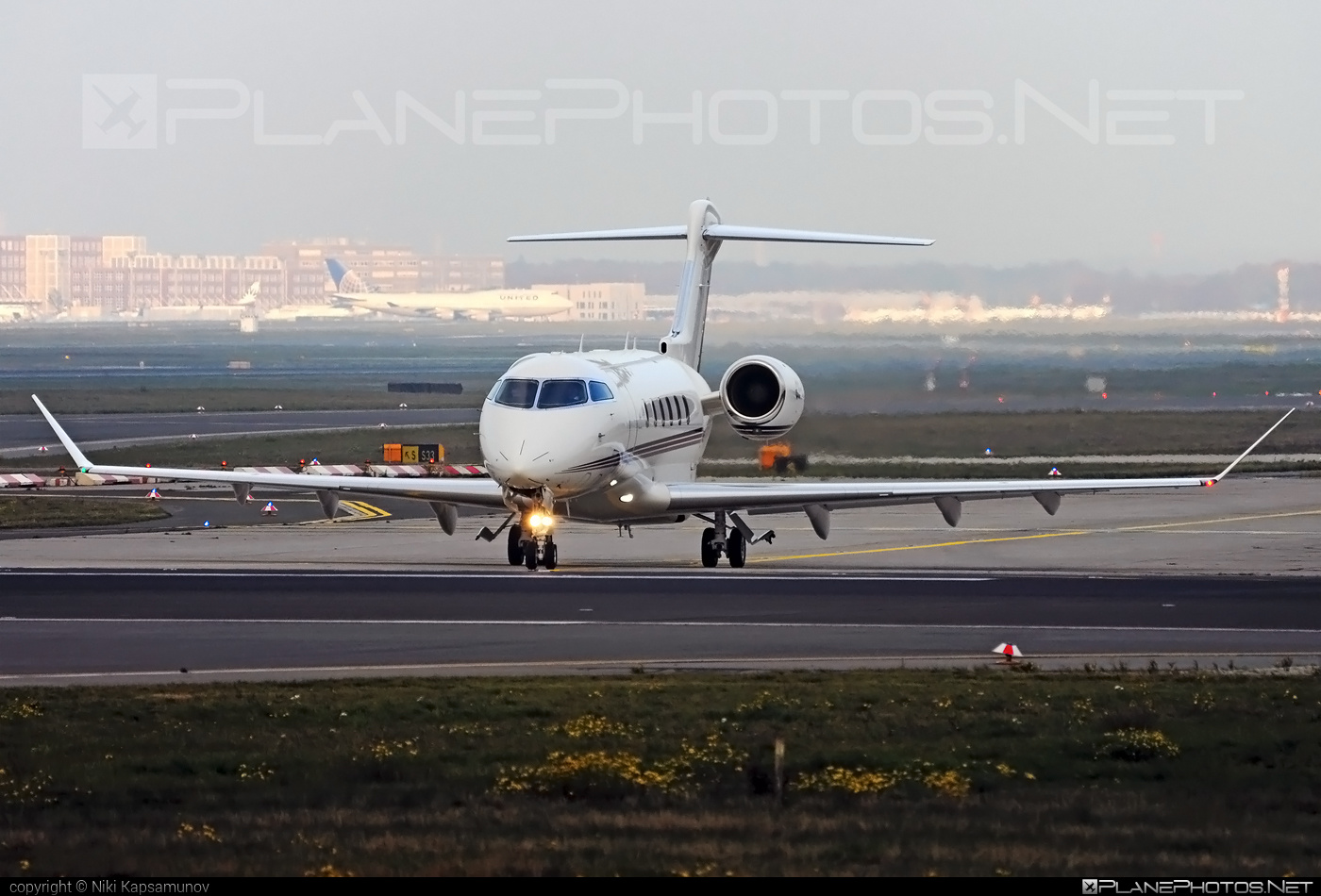 Bombardier Challenger 350 (BD-100-1A10) - CS-CHC operated by NetJets Europe #bd1001a10 #bombardier #challenger350
