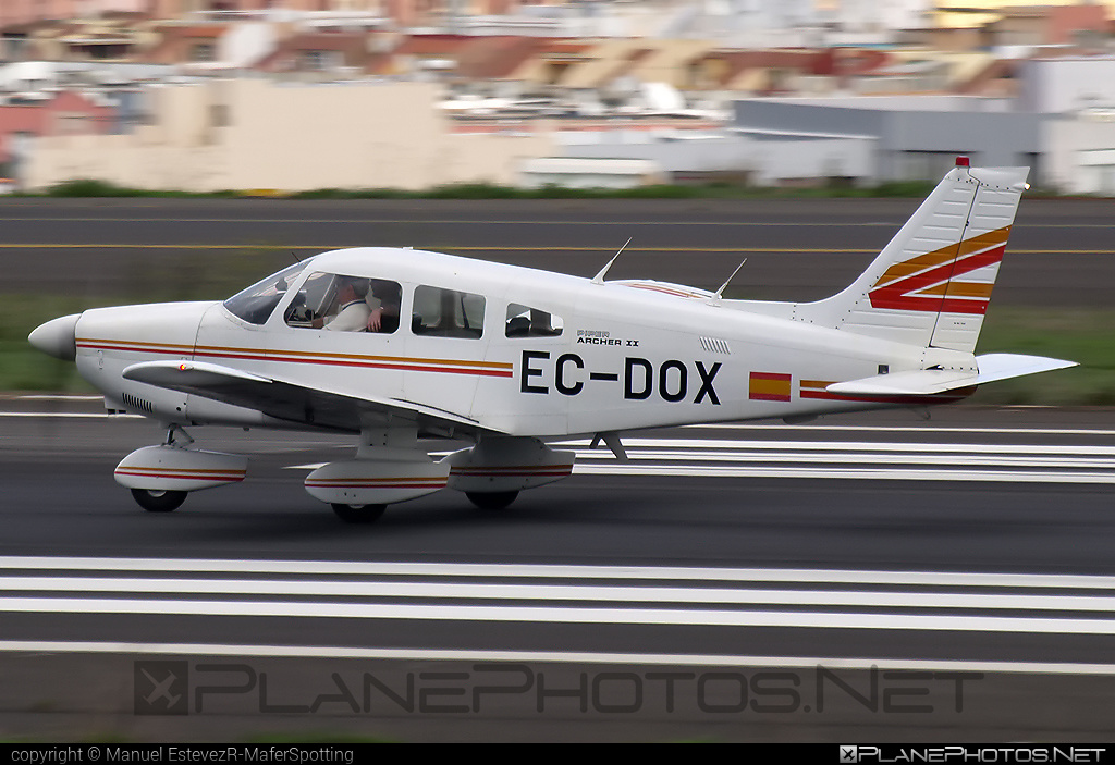 Private operator Piper PA-28-181 Archer II - EC-DOX