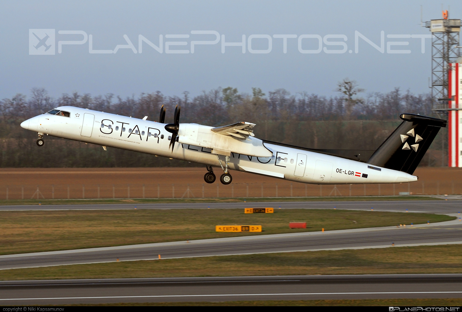 Bombardier DHC-8-Q402 Dash 8 - OE-LGR operated by Austrian Airlines #bombardier #dash8 #dhc8 #dhc8q402 #staralliance