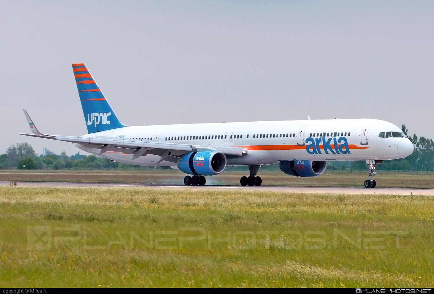Boeing 757-300 - 4X-BAW operated by Arkia Israeli Airlines #b757 #boeing #boeing757
