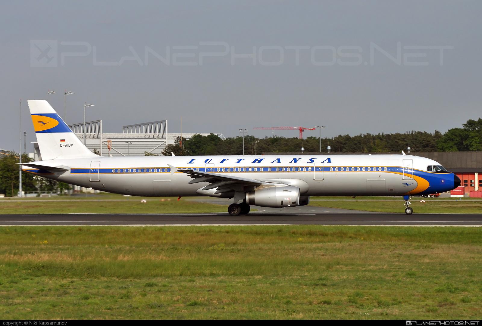 Airbus A321-231 - D-AIDV operated by Lufthansa #a320family #a321 #airbus #airbus321 #lufthansa #retro