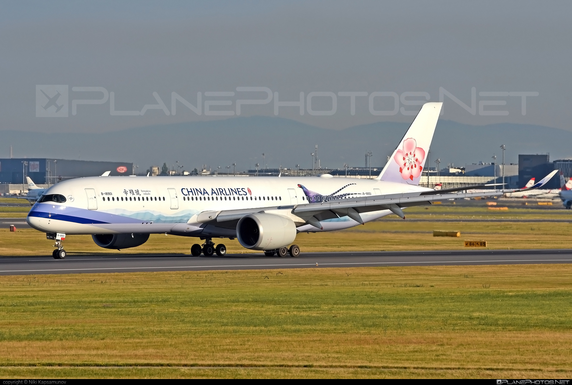 Airbus A350-941 - B-18901 operated by China Airlines #a350 #a350family #airbus #airbus350 #chinaairlines #xwb