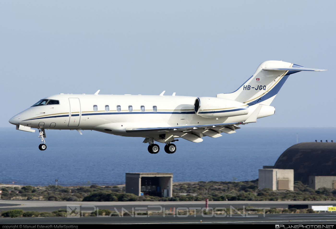 Bombardier Challenger 300 (BD-100-1A10) - HB-JGQ operated by Premium Jet AG #bd1001a10 #bombardier #challenger300