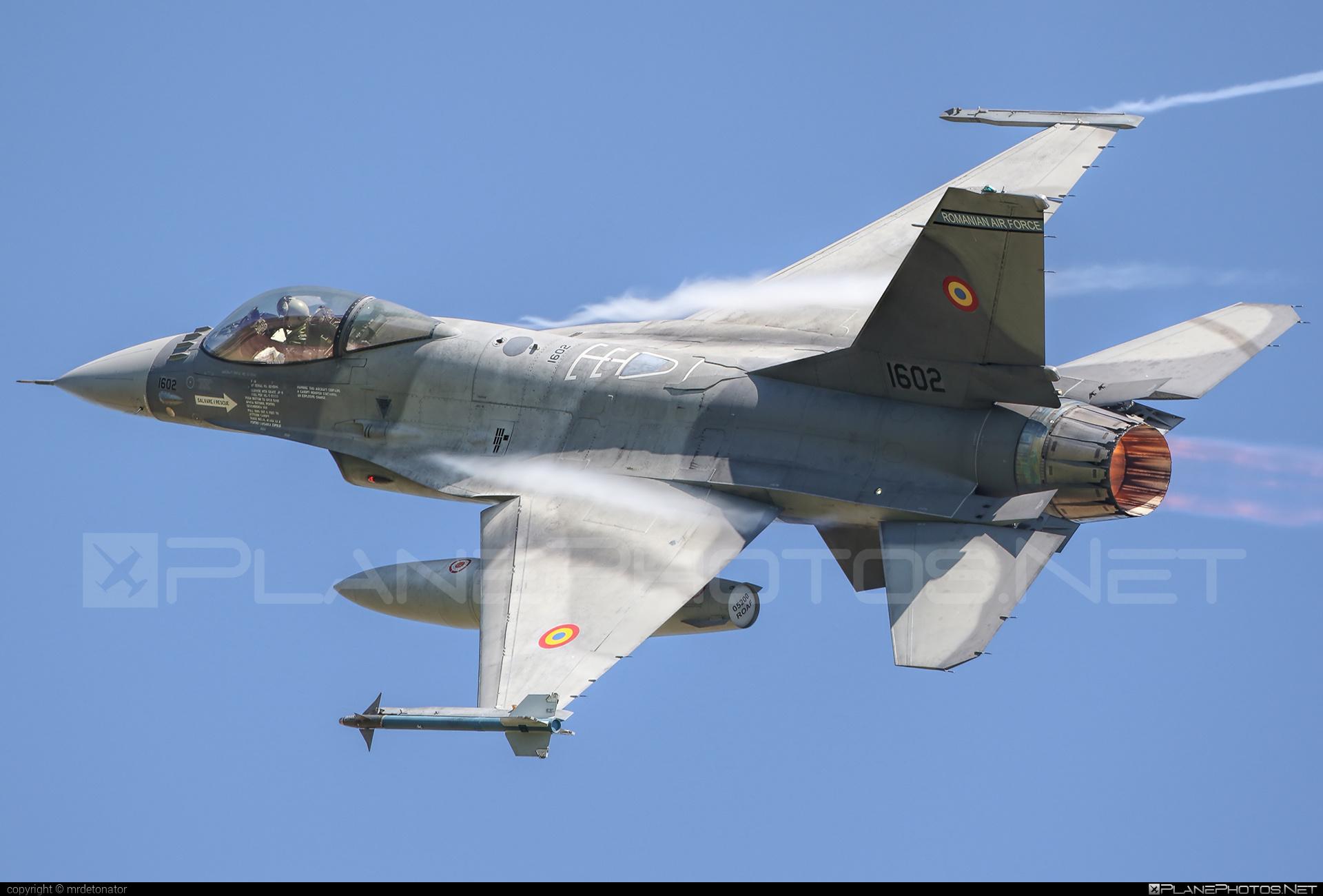 General Dynamics F-16AM Fighting Falcon - 1602 operated by Forţele Aeriene Române (Romanian Air Force) #f16 #f16am #fightingfalcon #forteleaerieneromane #generaldynamics #romanianairforce