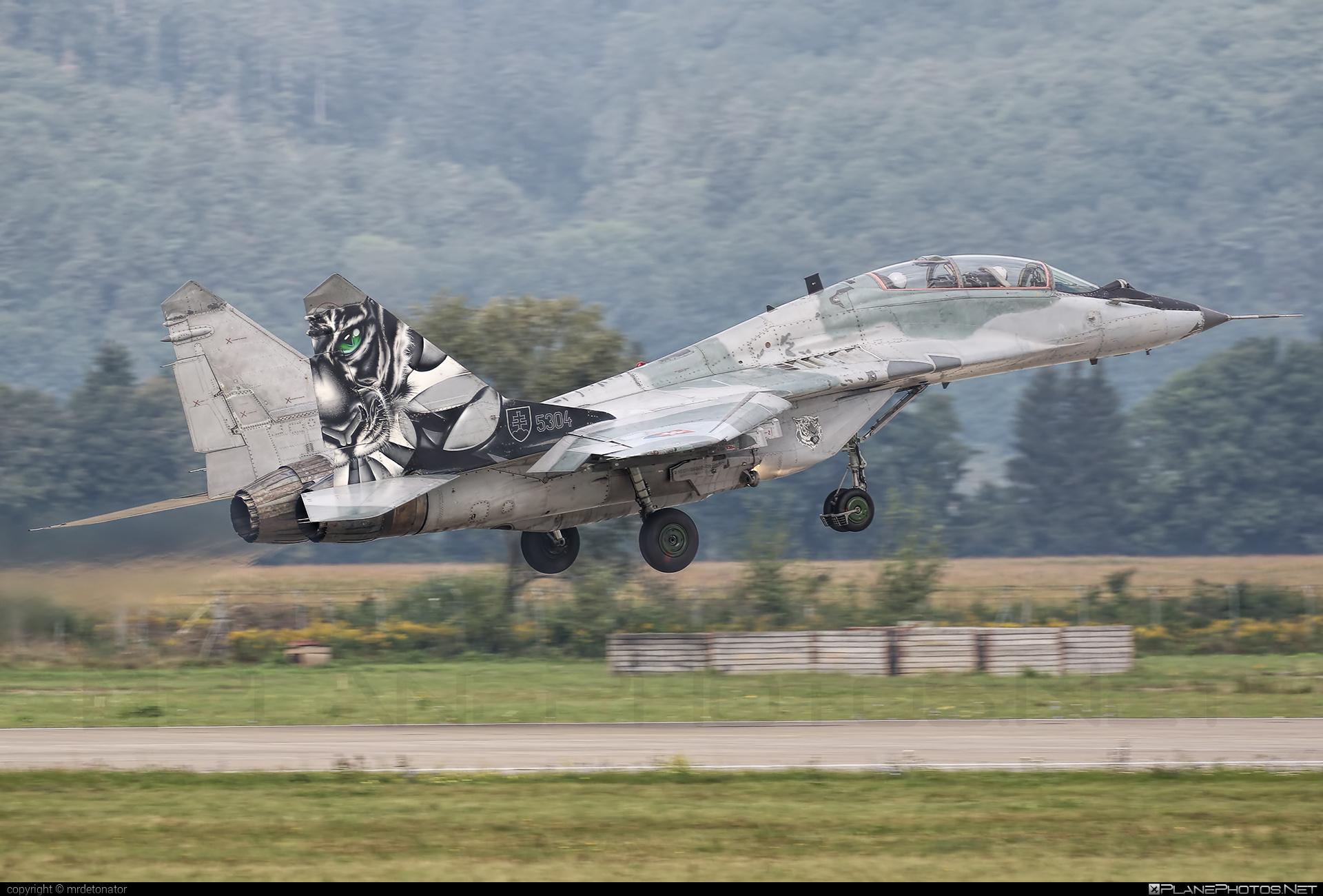 Vzdušné sily OS SR (Slovak Air Force) Mikoyan-Gurevich MiG-29UBS - 5304 #mig #mig29 #mig29ubs #mikoyangurevich #slovakairforce #vzdusnesilyossr