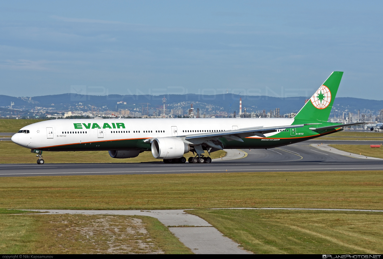 Boeing 777-300ER - B-16732 operated by EVA Air #b777 #b777er #boeing #boeing777 #tripleseven
