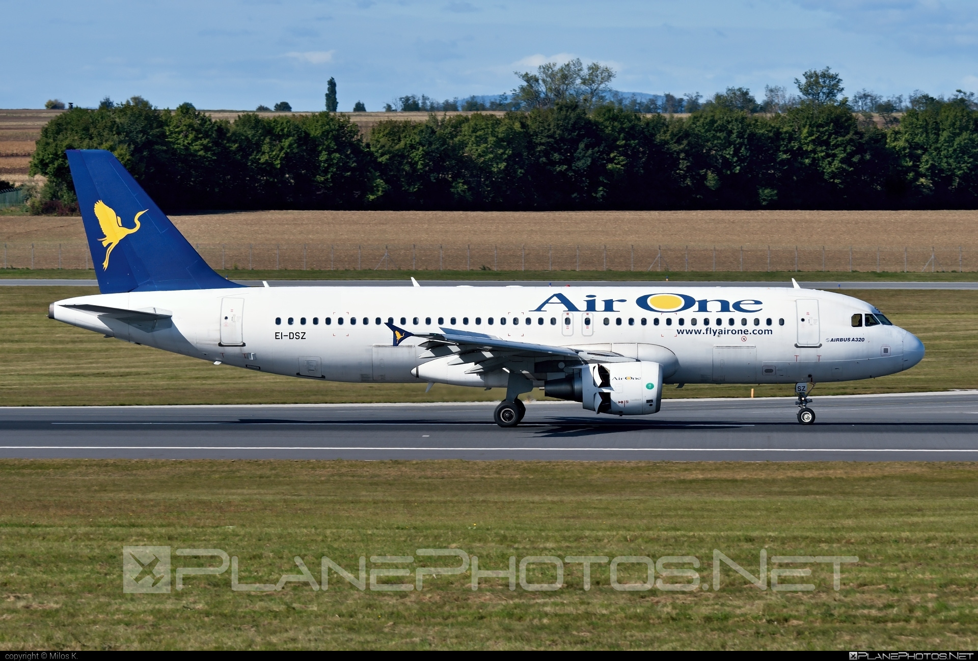 Airbus A320-216 - EI-DSZ operated by Air One #a320 #a320family #airbus #airbus320