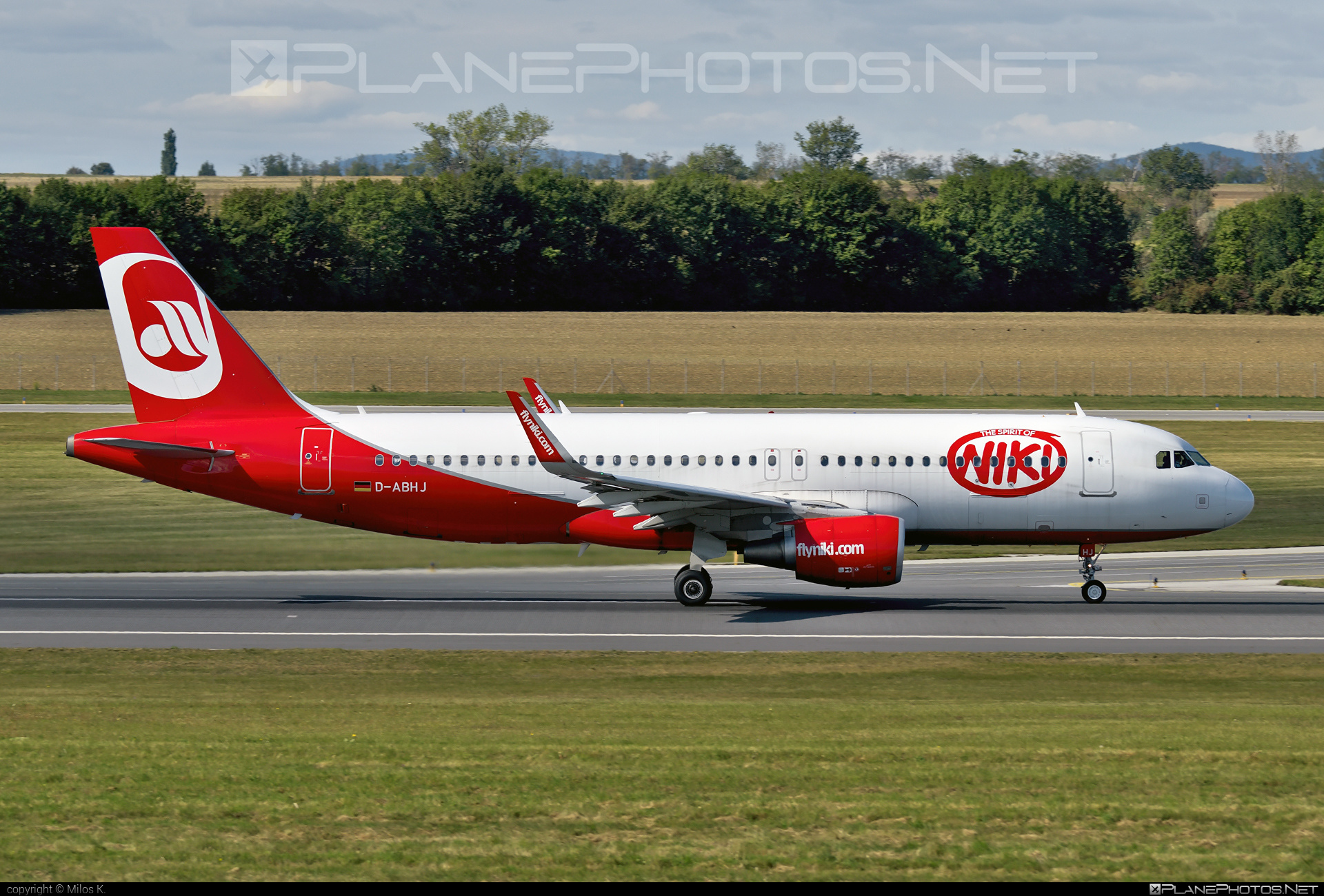 Airbus A320-214 - D-ABHJ operated by Air Berlin #a320 #a320family #airberlin #airbus #airbus320