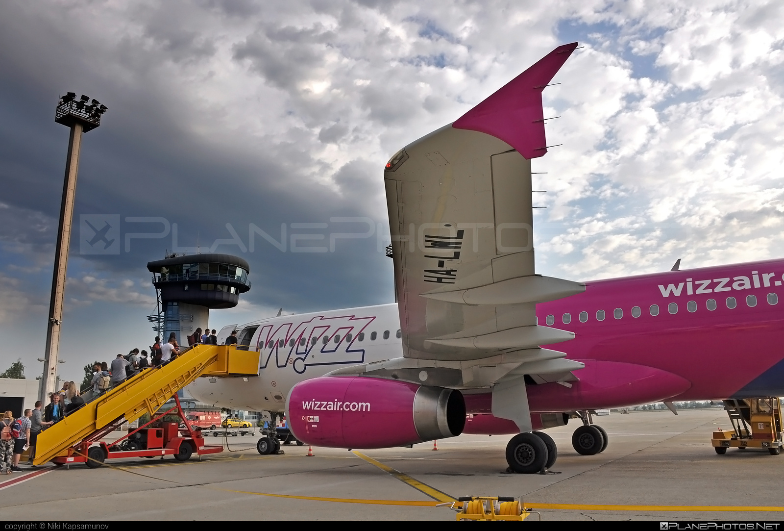 Airbus A320-232 - HA-LWL operated by Wizz Air #a320 #a320family #airbus #airbus320 #wizz #wizzair