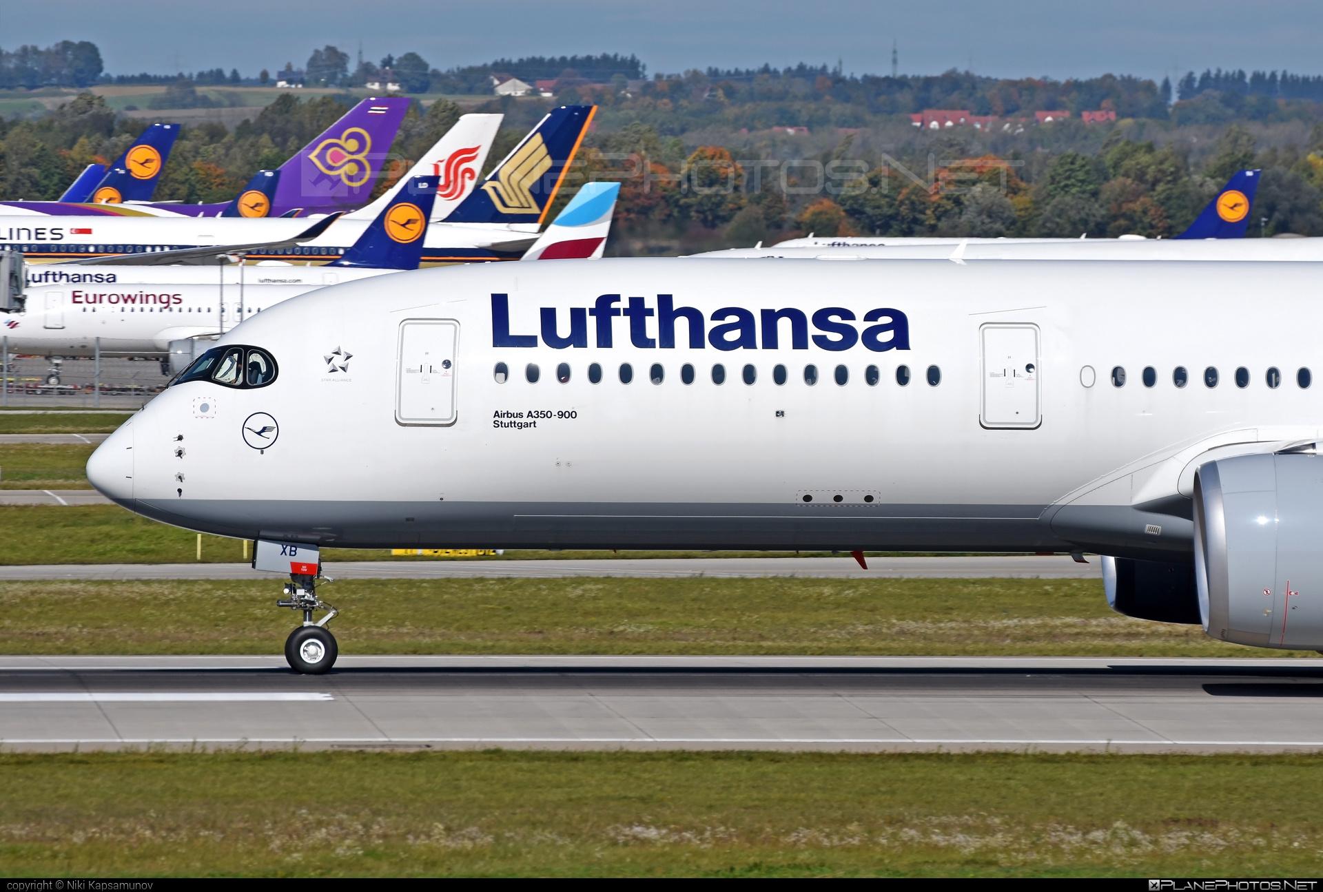 Airbus A350-941 - D-AIXB operated by Lufthansa #a350 #a350family #airbus #airbus350 #lufthansa #xwb