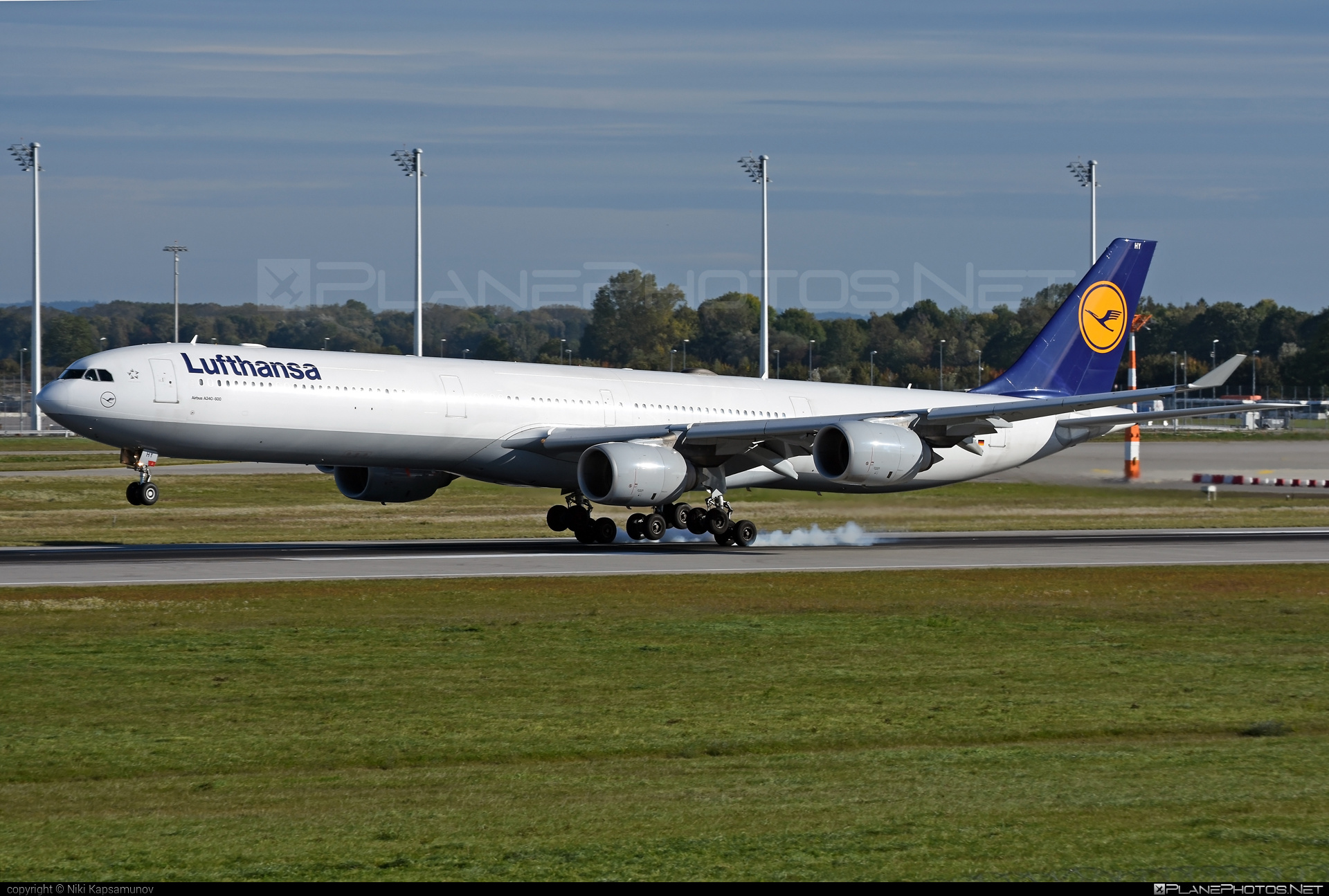 Airbus A340-642 - D-AIHY operated by Lufthansa #a340 #a340family #airbus #airbus340 #lufthansa #touchdown