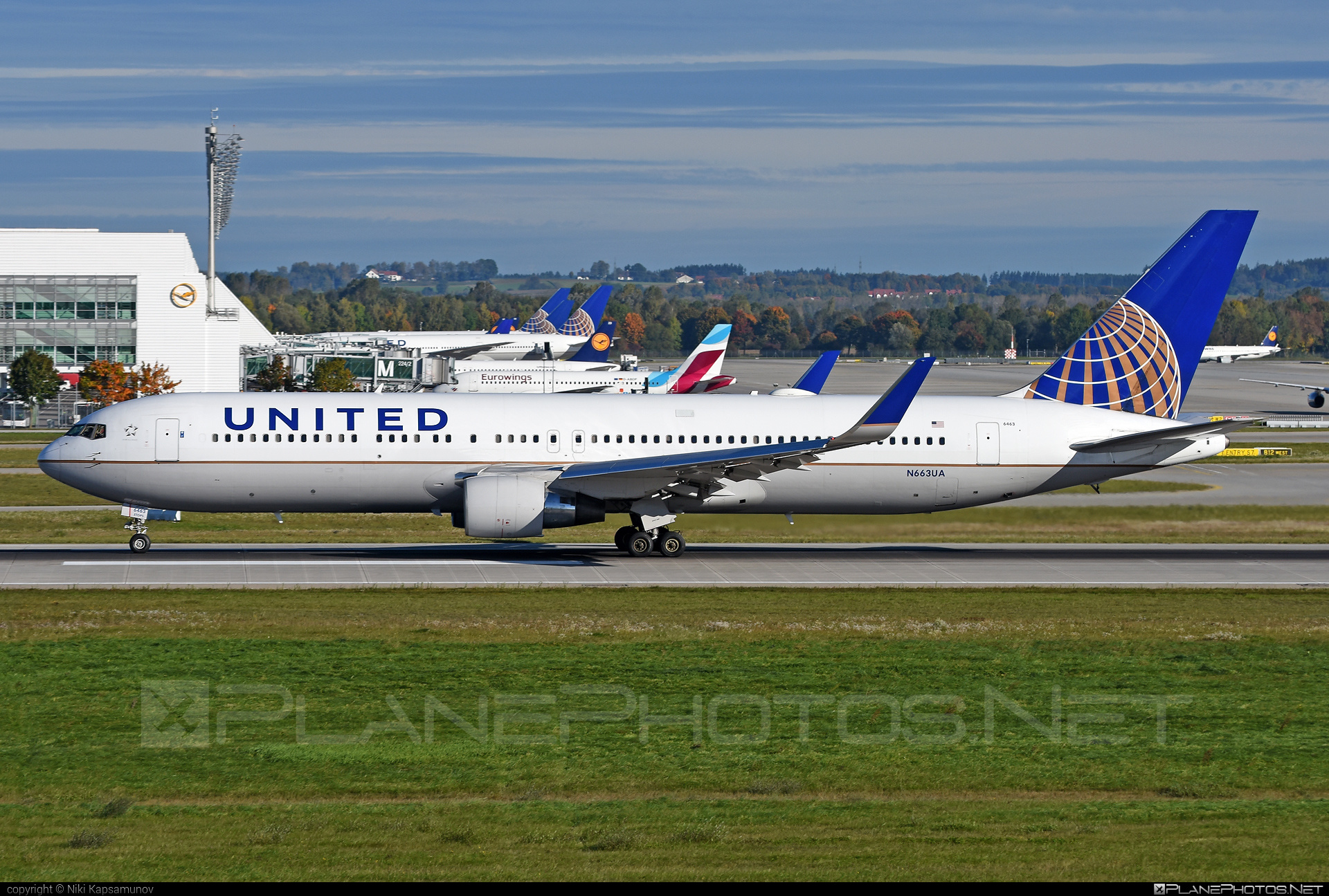 Boeing 767-300ER - N663UA operated by United Airlines #b767 #b767er #boeing #boeing767 #unitedairlines