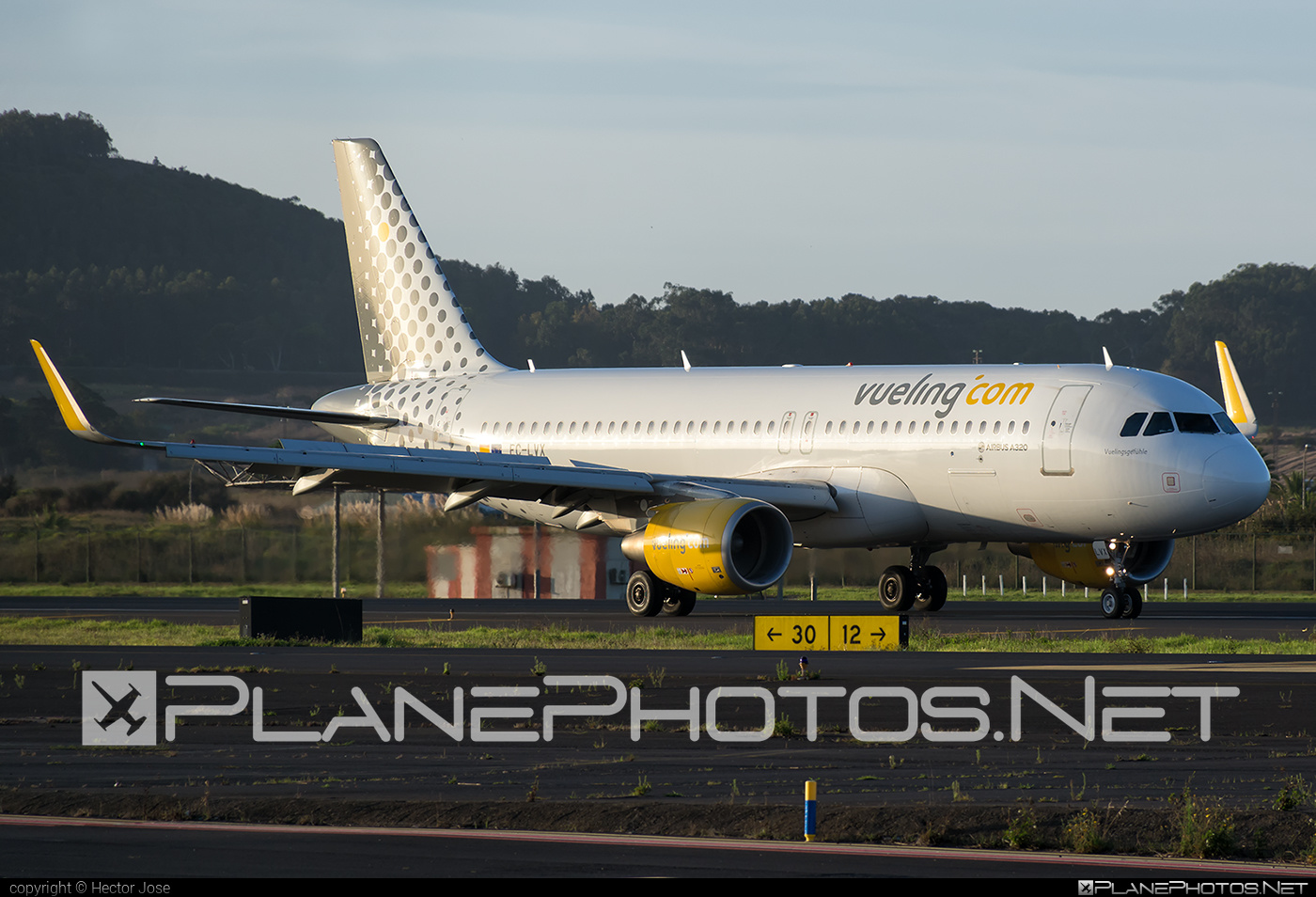 Airbus A320-214 - EC-LVX operated by Vueling Airlines #a320 #a320family #airbus #airbus320 #vueling #vuelingairlines