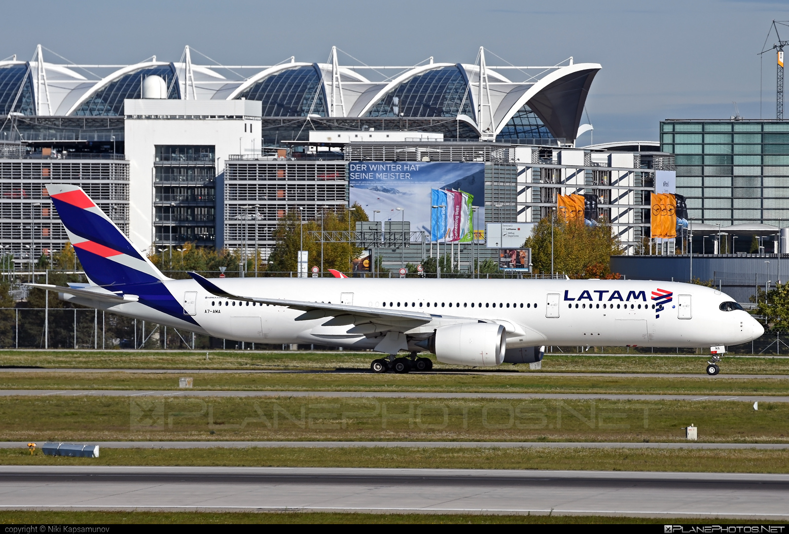 Qatar Airways Airbus A350-941 - A7-AMA #a350 #a350family #airbus #latam #qatarairways #xwb