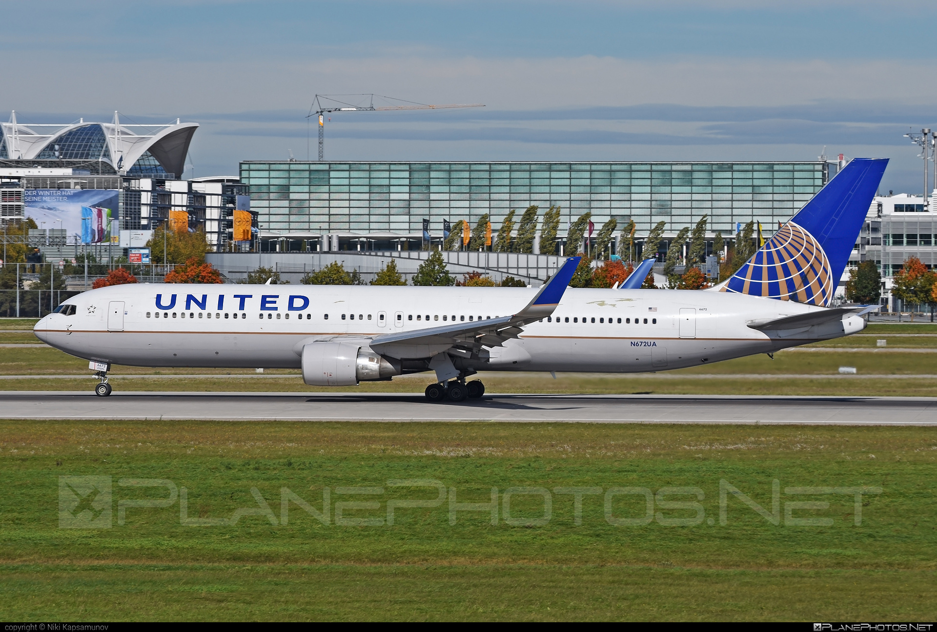 Boeing 767-300ER - N672UA operated by United Airlines #b767 #b767er #boeing #boeing767 #unitedairlines