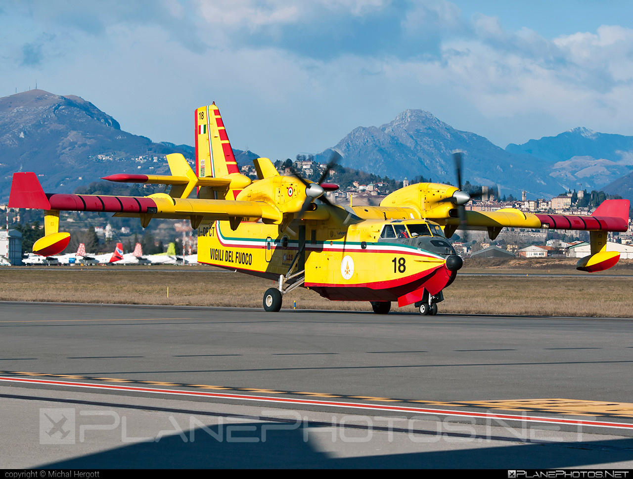 Canadair CL-415 - I-DPCT operated by Corpo nazionale dei vigili del Fuoco (Italian National Firefighters Corps) #canadair #corponazionaledeivigilidelfuoco #italiannationalfirefighterscorps #vigilidelfuoco