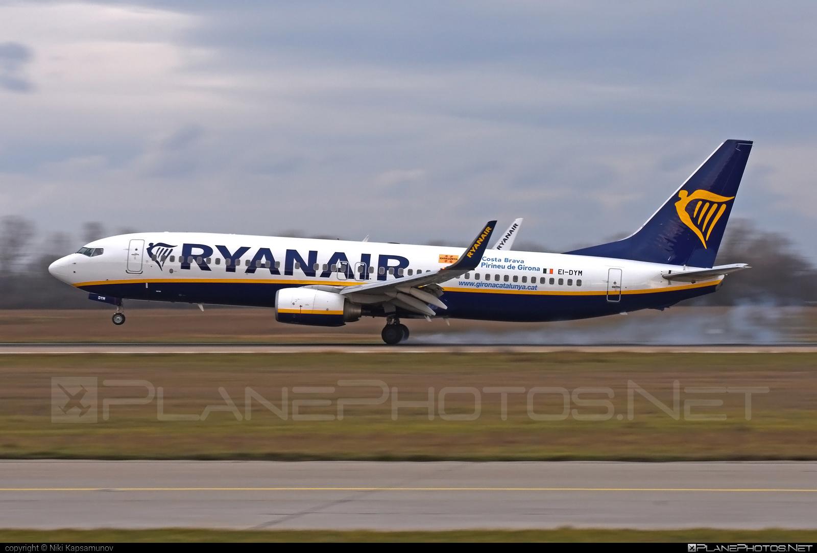 Boeing 737-800 - EI-DYM operated by Ryanair #b737 #b737nextgen #b737ng #boeing #boeing737 #ryanair #touchdown