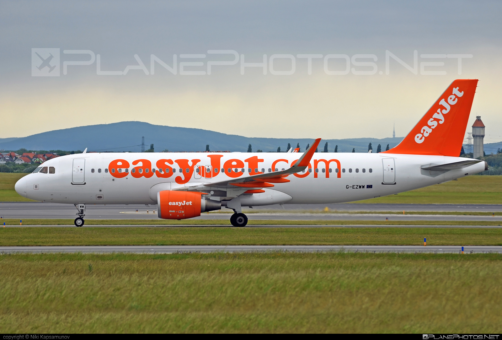 Airbus A320-214 - G-EZWW operated by easyJet #a320 #a320family #airbus #airbus320 #easyjet