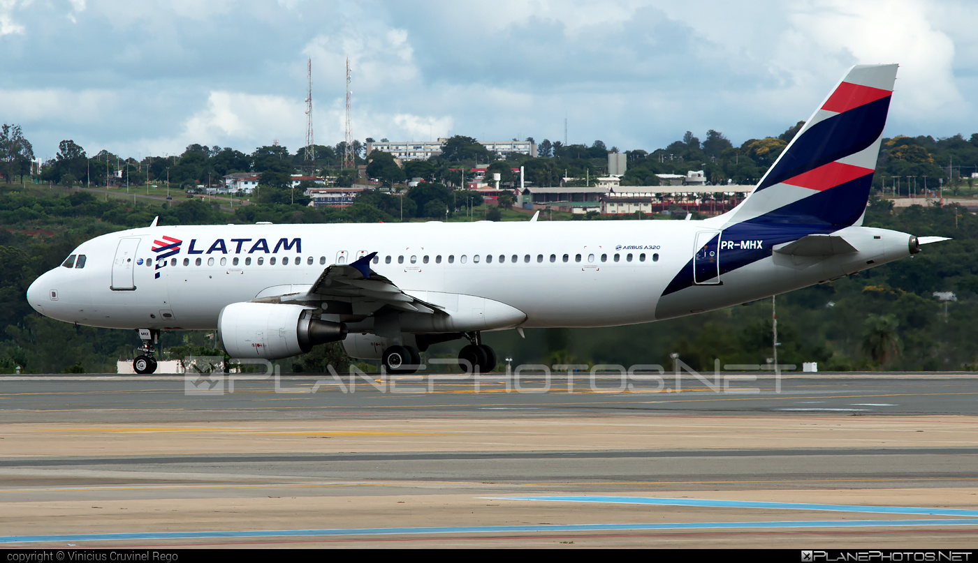 Airbus A320-214 - PR-MHX operated by LATAM Linhas Aéreas Brasil #a320 #a320family #airbus #airbus320