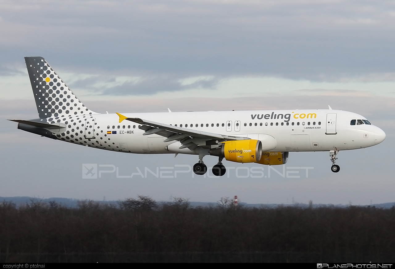 Airbus A320-214 - EC-MBK operated by Vueling Airlines #a320 #a320family #airbus #airbus320 #vueling #vuelingairlines