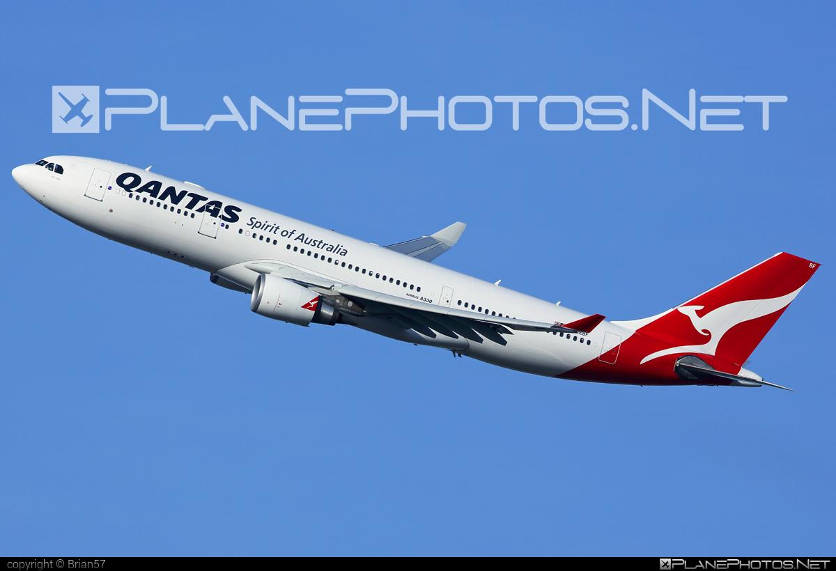 Airbus A330-202 - VH-EBF operated by Qantas #a330 #a330family #airbus #airbus330 #qantas