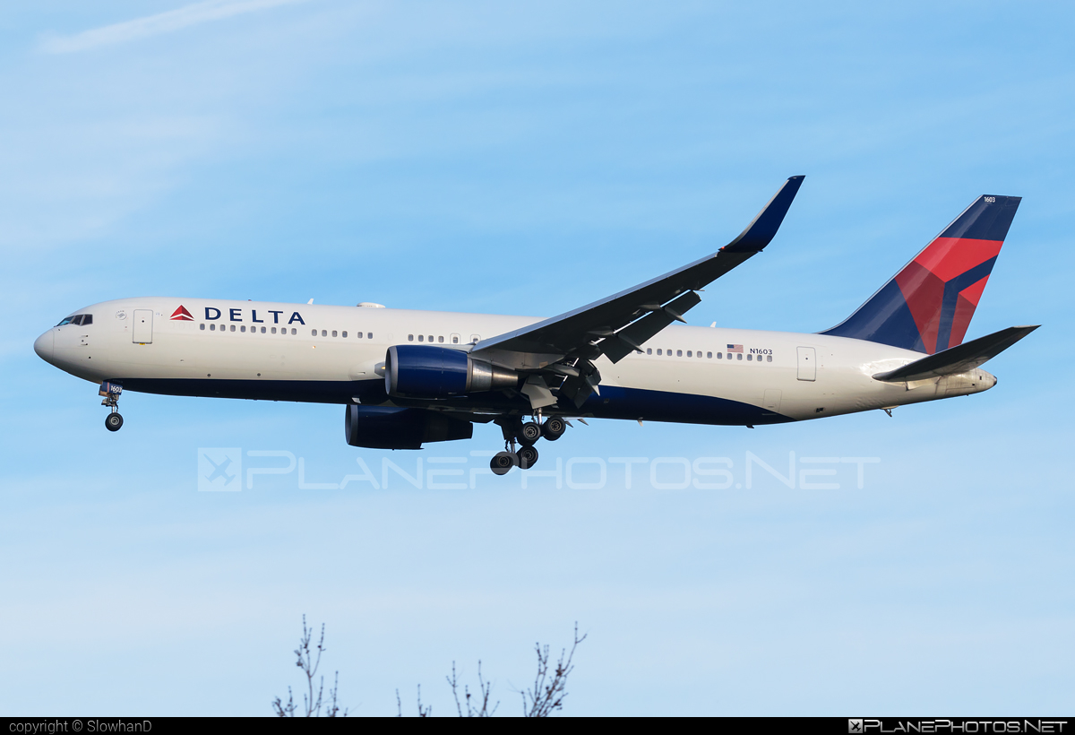 Boeing 767-300ER - N1603 operated by Delta Air Lines #b767 #b767er #boeing #boeing767 #deltaairlines
