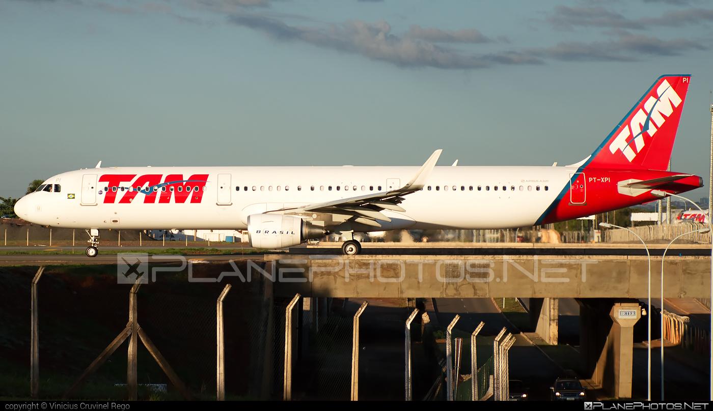 Airbus A321-211 - PT-XPI operated by TAM Linhas Aéreas #a320family #a321 #airbus #airbus321 #tam #tamairlines #tamlinhasaereas