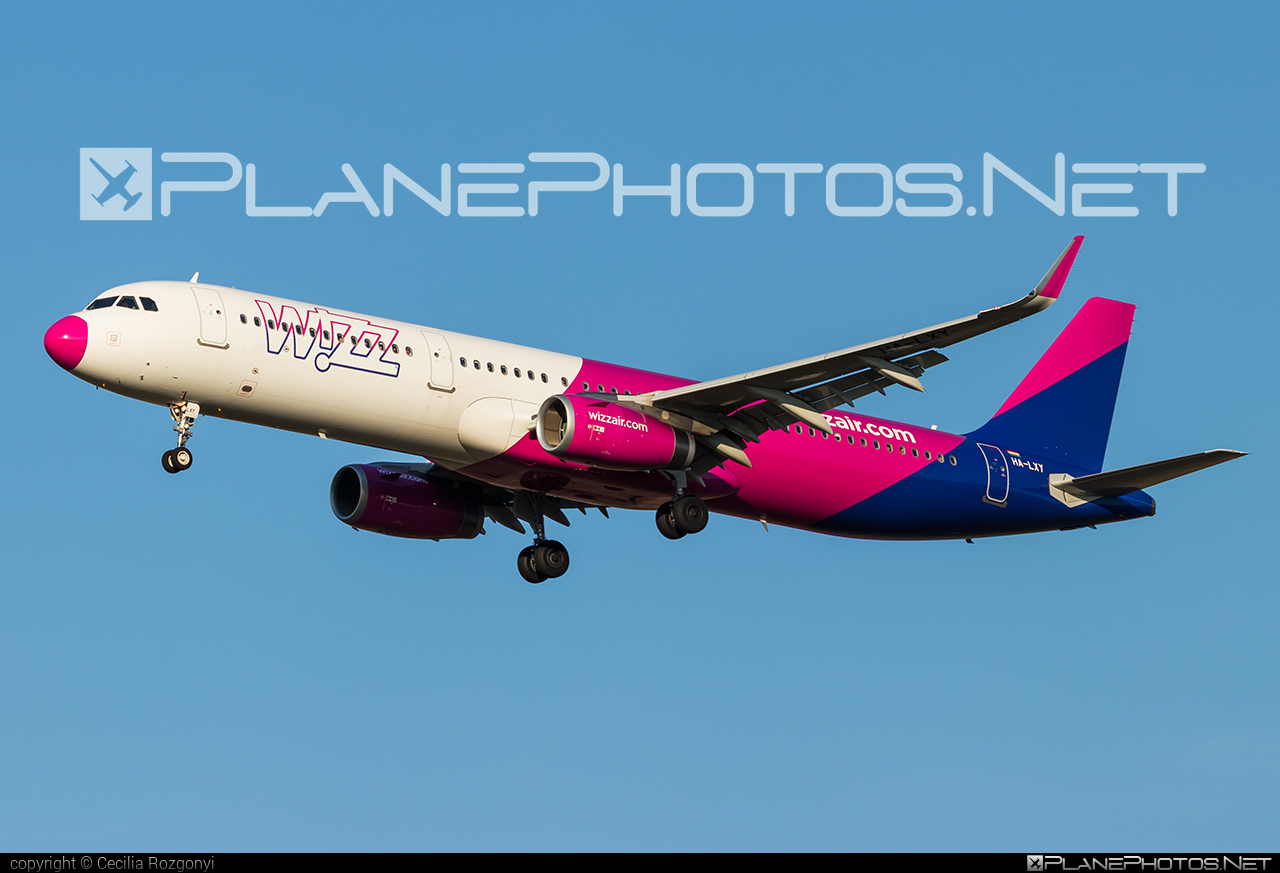 Airbus A321-231 - HA-LXY operated by Wizz Air #a320family #a321 #airbus #airbus321 #wizz #wizzair
