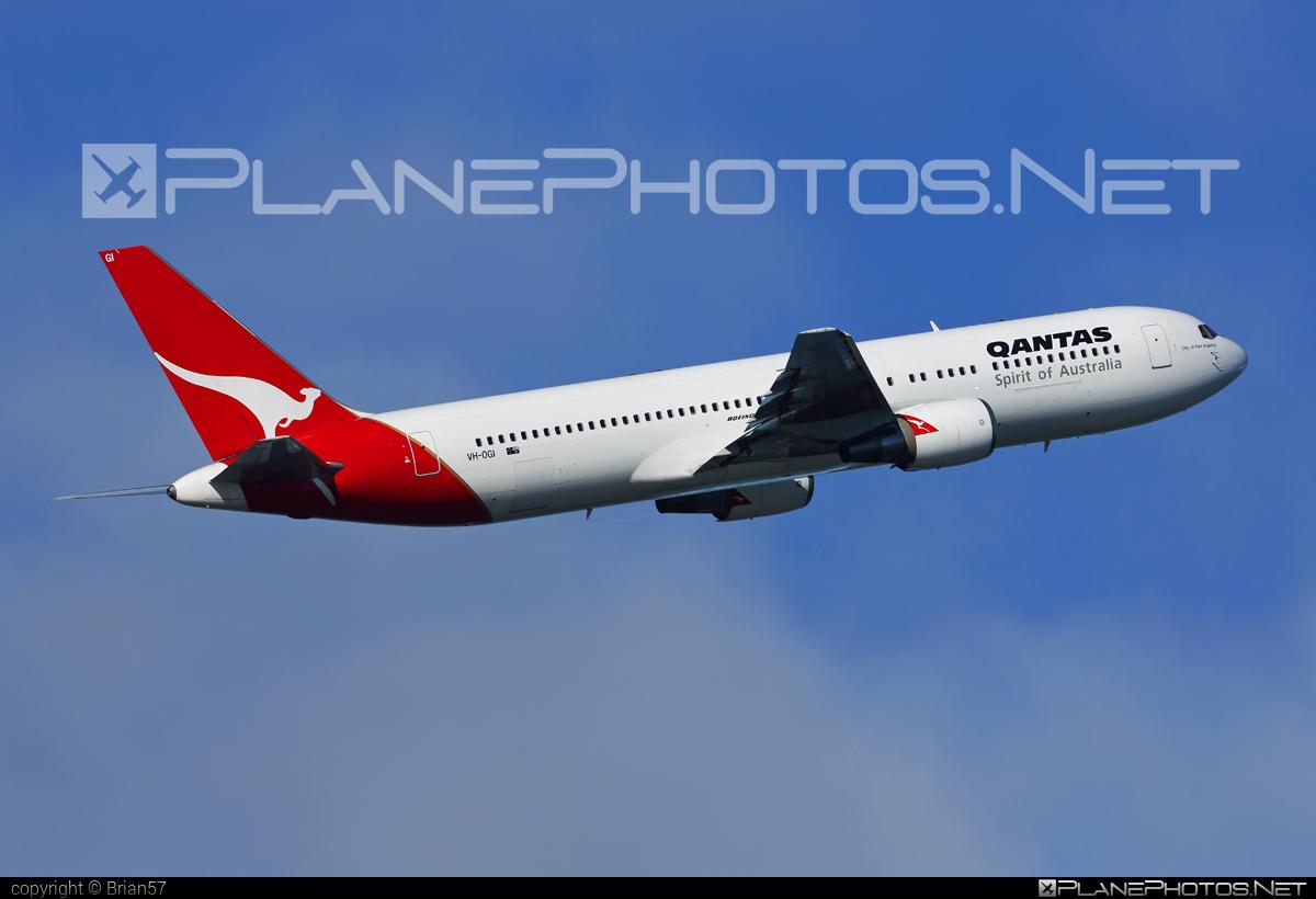 Boeing 767-300ER - VH-OGI operated by Qantas #b767 #b767er #boeing #boeing767 #qantas
