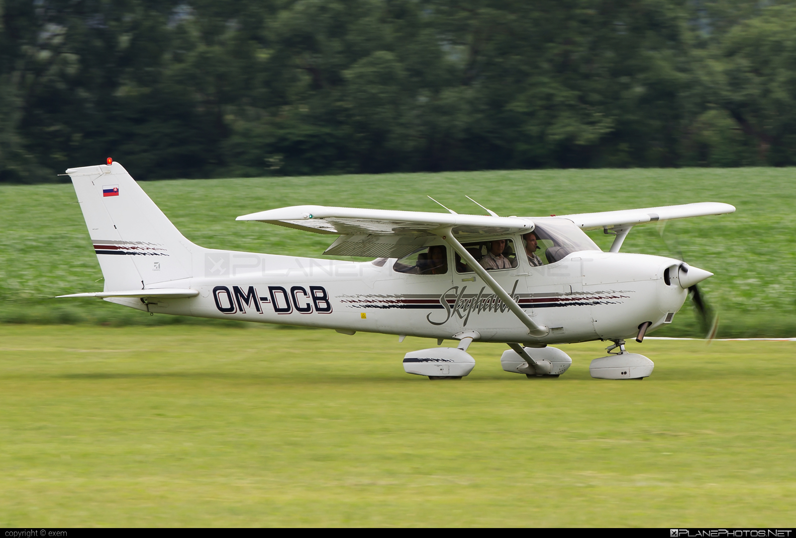 Cessna 172R Skyhawk II - OM-DCB operated by Aeroklub Dubnica nad Váhom #cessna #cessna172 #cessna172r #cessna172rskyhawk #cessna172skyhawk #cessnaskyhawk #skyhawkii