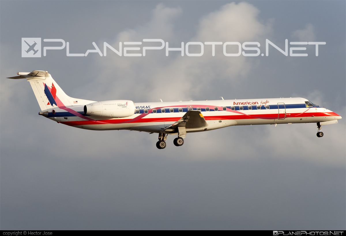 Embraer ERJ-145LR - N696AE operated by American Eagle #embraer