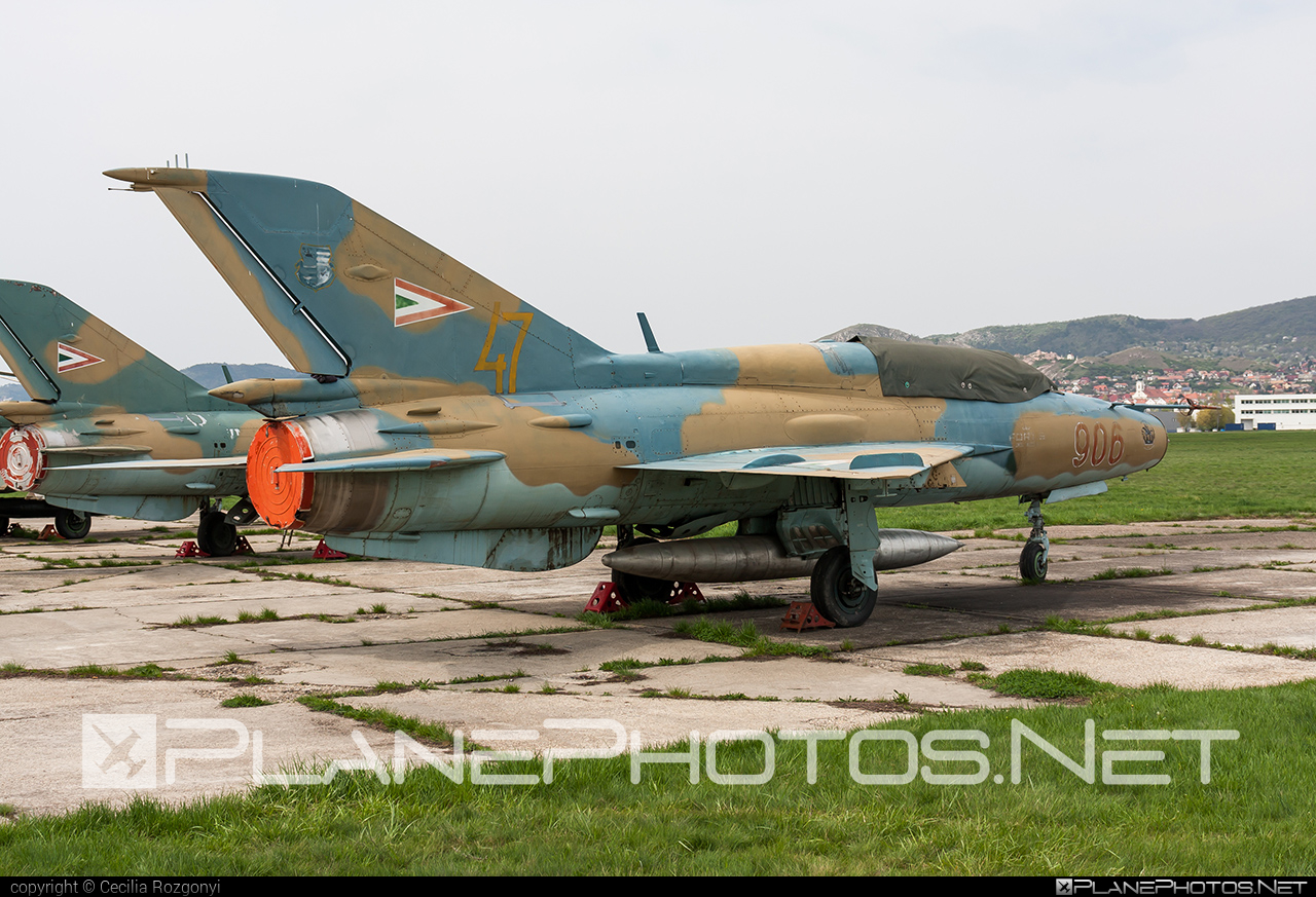 Mikoyan-Gurevich MiG-21UM - 906 operated by Magyar Légierő (Hungarian Air Force) #hungarianairforce #magyarlegiero #mig #mig21 #mig21um #mikoyangurevich