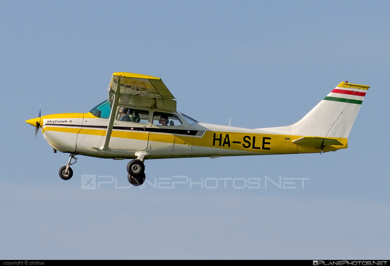 Cessna 172L Skyhawk - HA-SLE operated by Private operator #cessna #cessna172 #cessna172l #cessna172lskyhawk #cessna172skyhawk #cessnaskyhawk