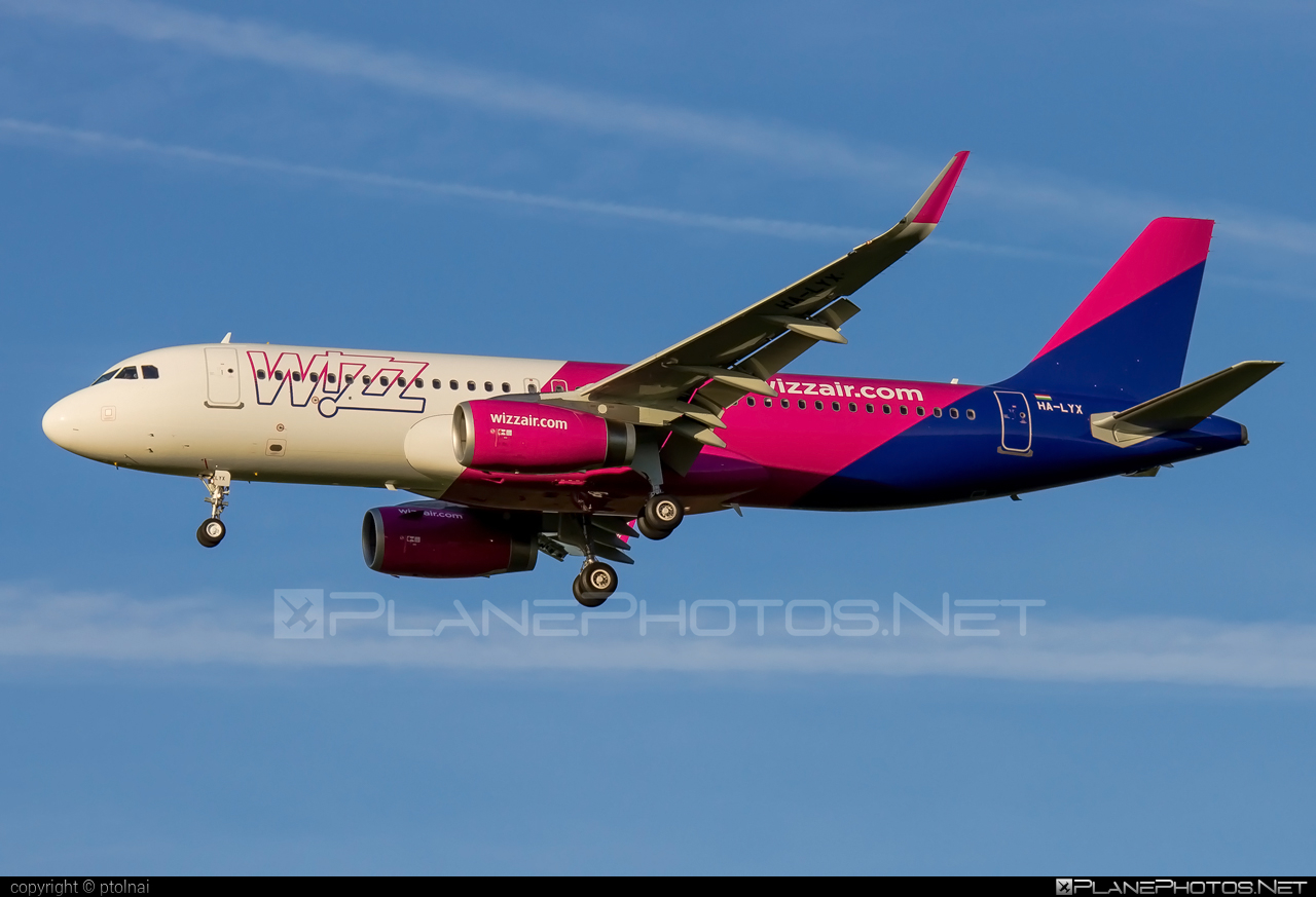 Airbus A320-232 - HA-LYX operated by Wizz Air #a320 #a320family #airbus #airbus320 #wizz #wizzair