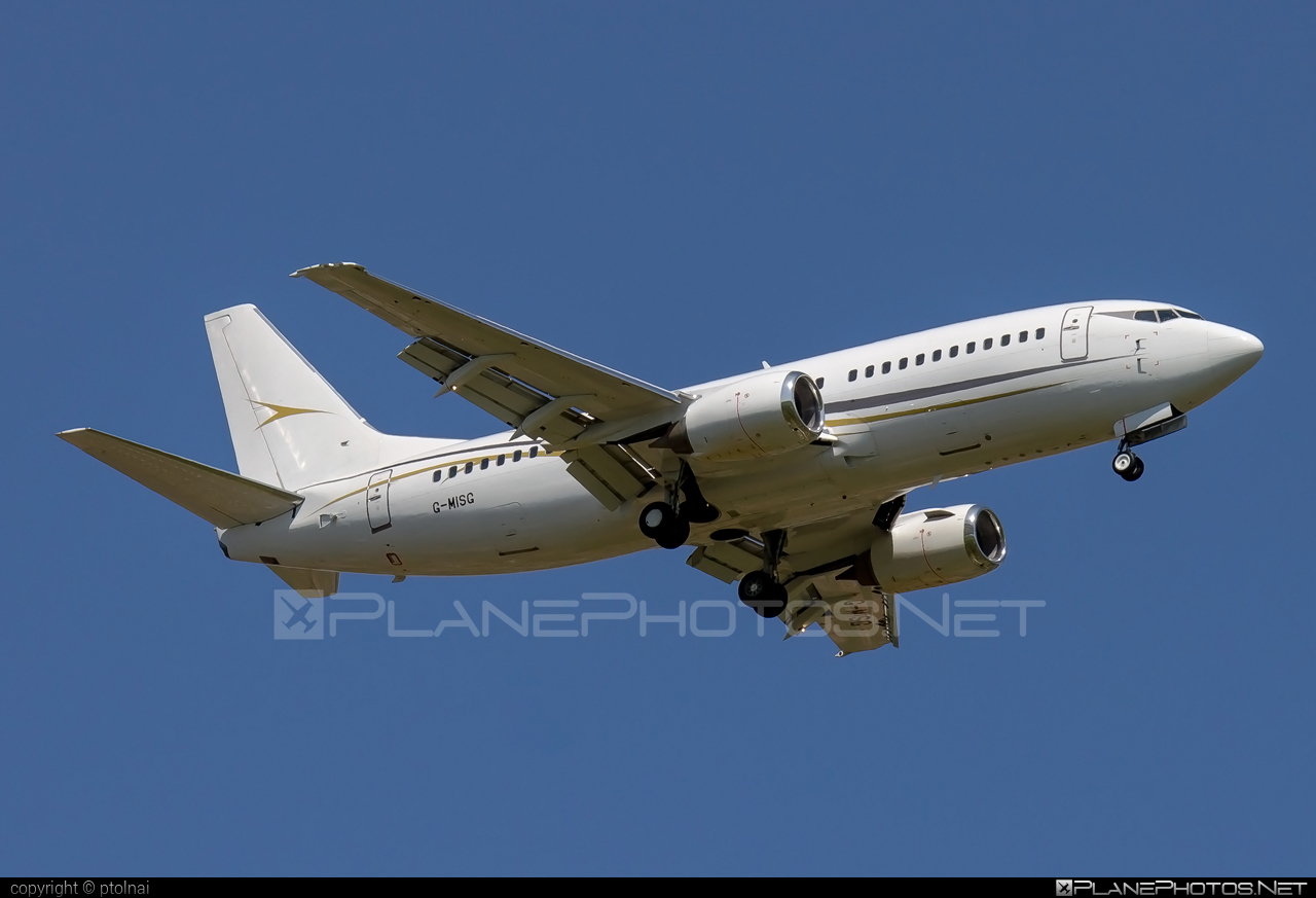 Cello Aviation Boeing 737-300 - G-MISG #b737 #boeing #boeing737