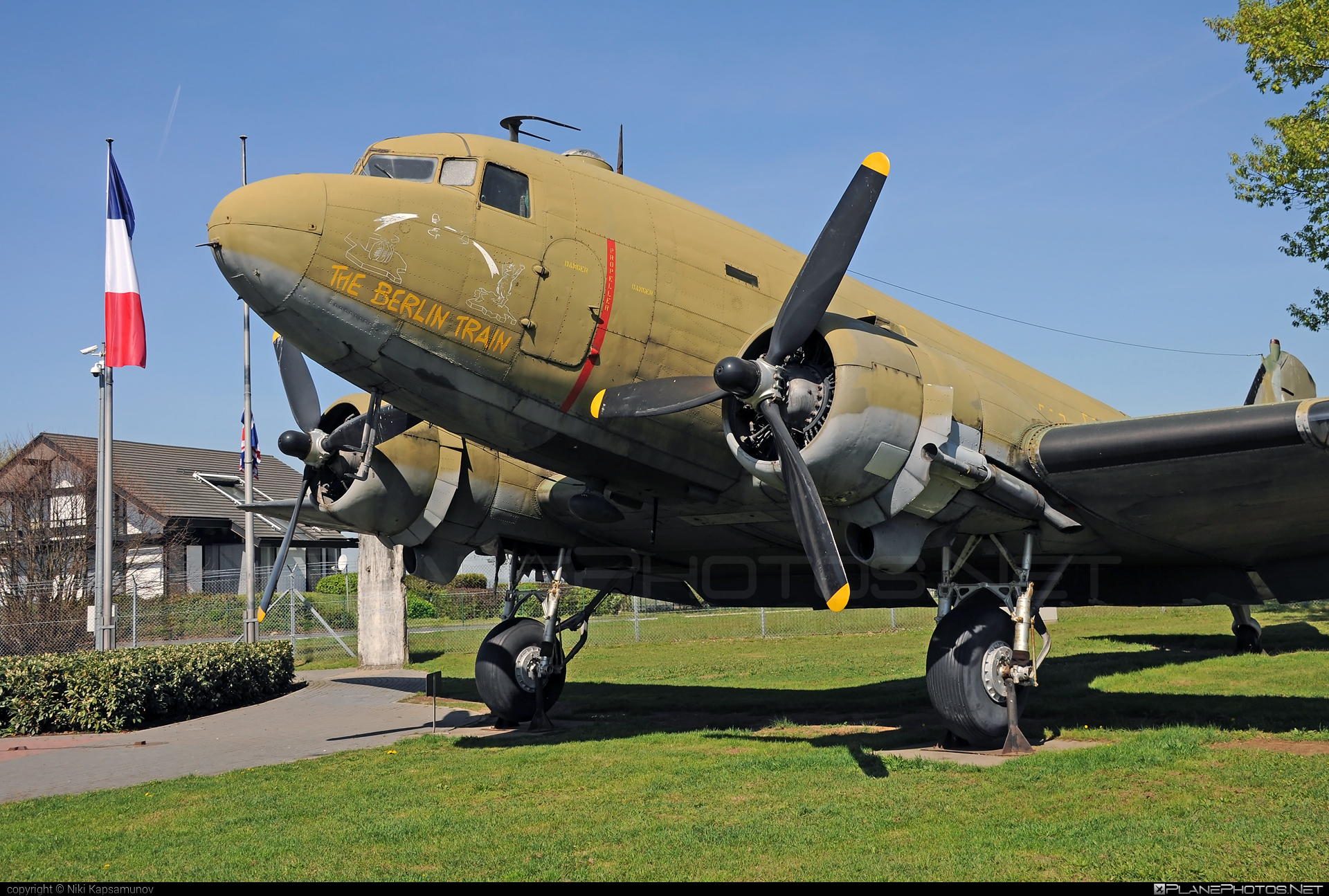 Douglas C-47D Skytrain - 43-49081 operated by US Air Force (USAF) #berlinairliftmemorial #c47 #dc3 #douglas #skytrain #theberlintrain #usaf #usairforce