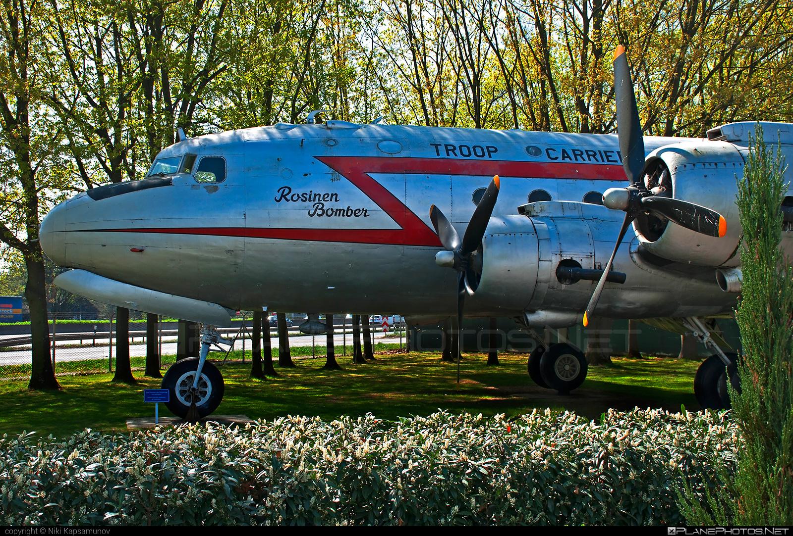 US Air Force (USAF) Douglas C-54E Skymaster - 44-9063 #berlinairliftmemorial #douglas #rosinenbomber #usaf #usairforce