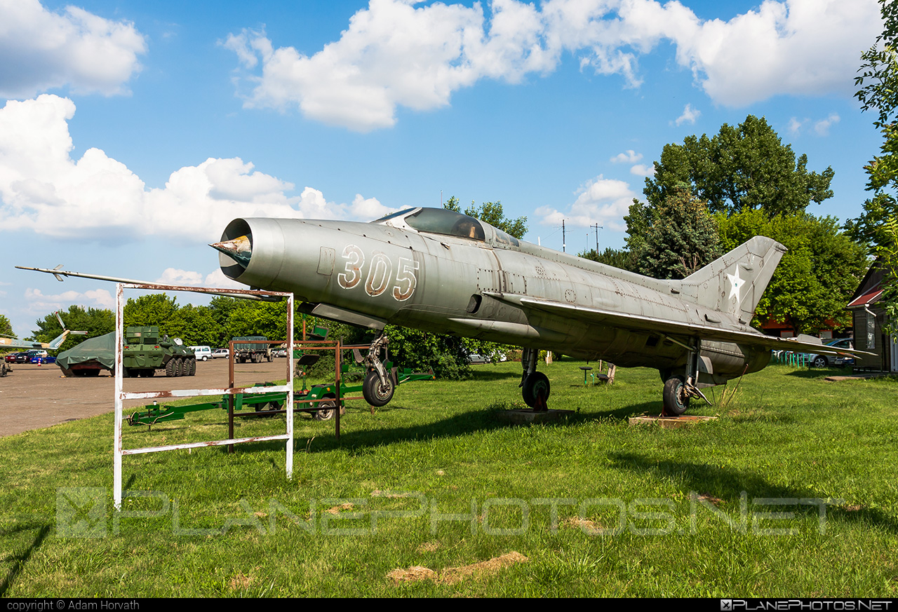 Mikoyan-Gurevich MiG-21F-13 - 305 operated by Magyar Néphadsereg (Hungarian People's Army) #hungarianpeoplesarmy #magyarnephadsereg #mig #mig21 #mig21f13 #mikoyangurevich