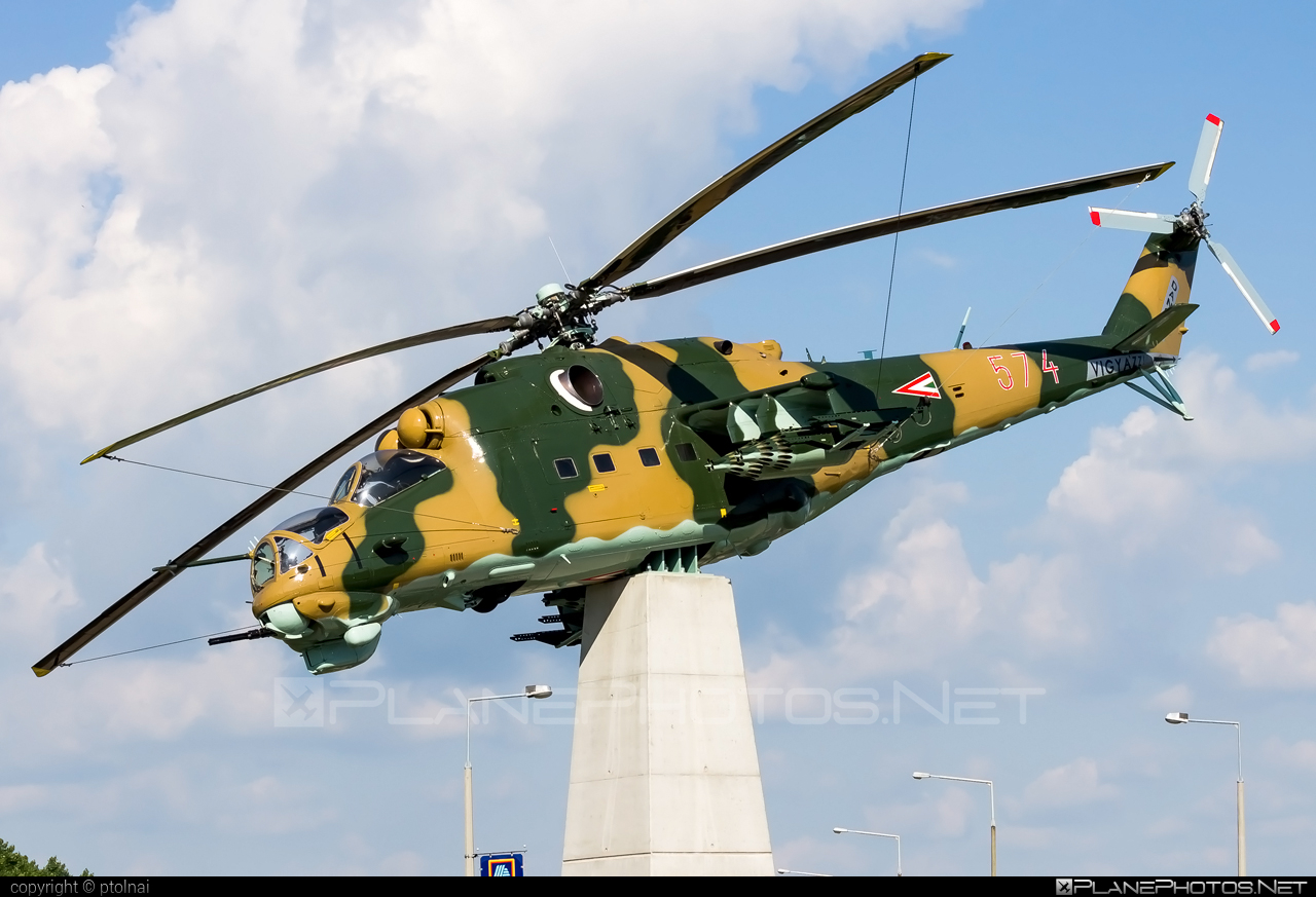 Mil Mi-24D - 574 operated by Magyar Légierő (Hungarian Air Force) #hungarianairforce #magyarlegiero #mi24 #mi24d #mil #mil24 #mil24d #milhelicopters