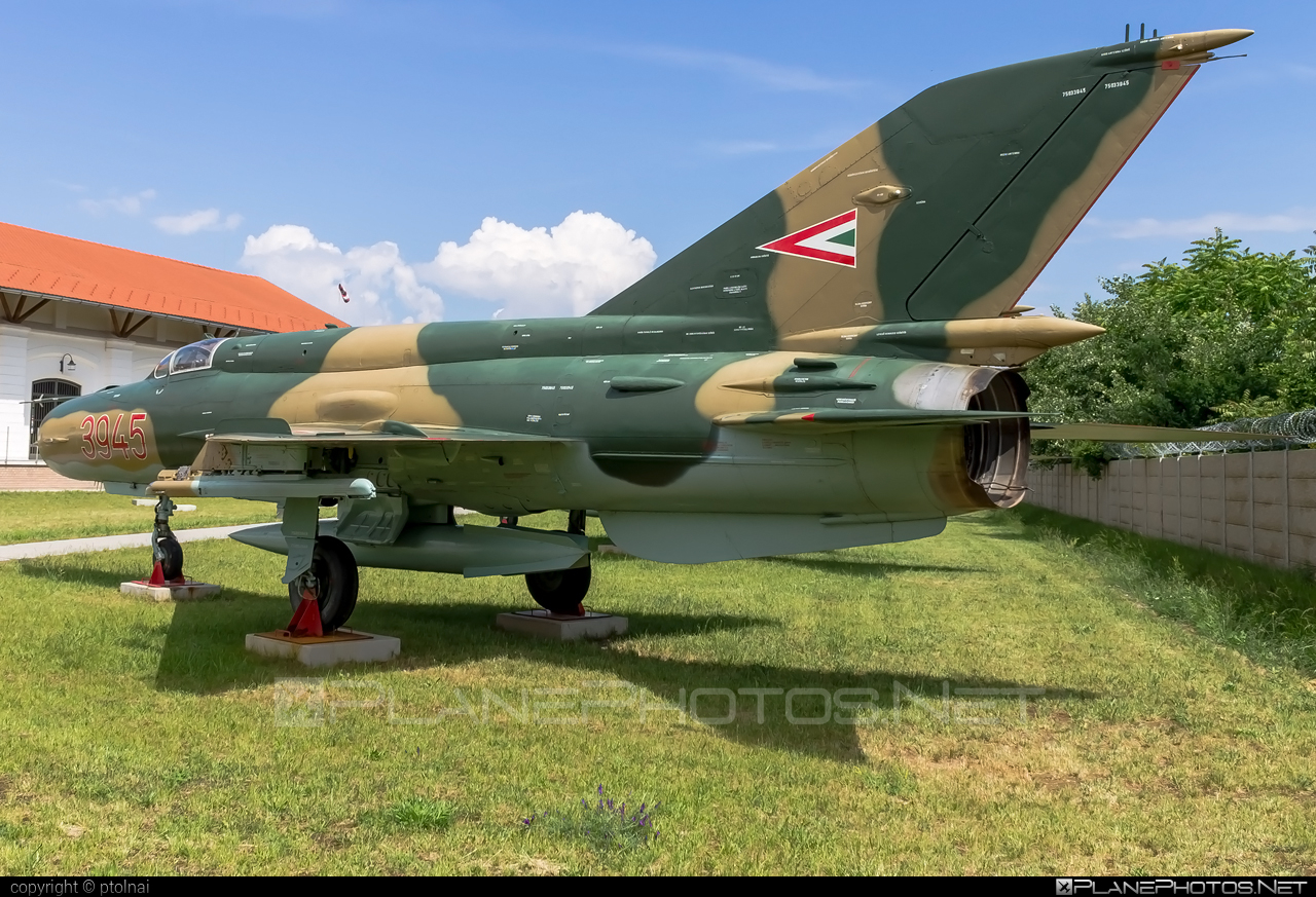 Mikoyan-Gurevich MiG-21bis - 3945 operated by Magyar Légierő (Hungarian Air Force) #hungarianairforce #magyarlegiero #mig #mig21 #mig21bis #mikoyangurevich