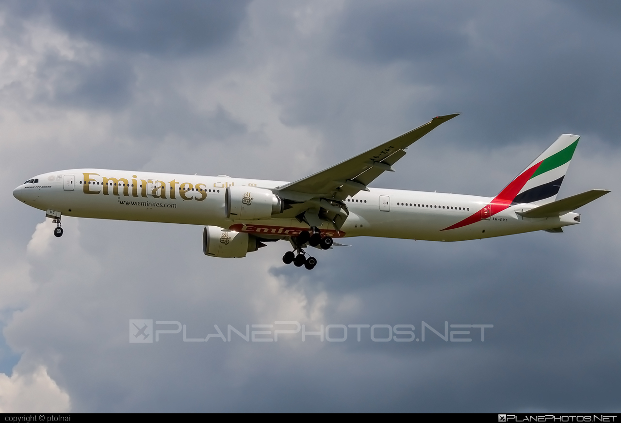 Boeing 777-300ER - A6-EPT operated by Emirates #b777 #b777er #boeing #boeing777 #emirates #tripleseven